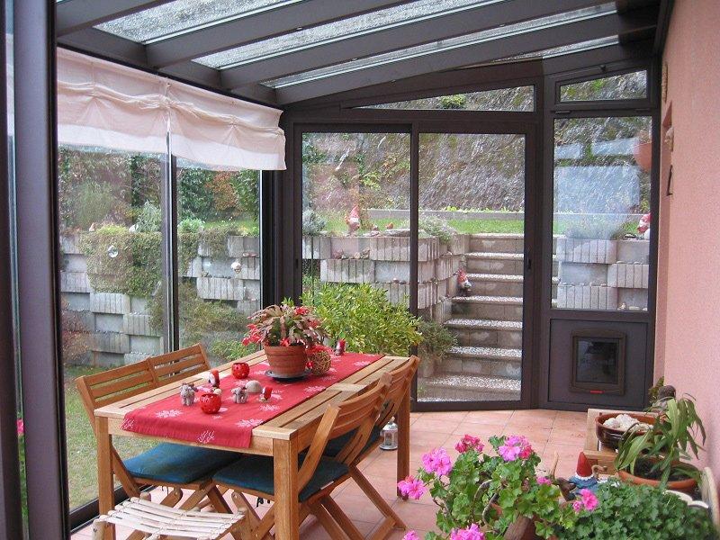 Verande in vetro solide strutture in alluminio con tetto for Giardini e verande