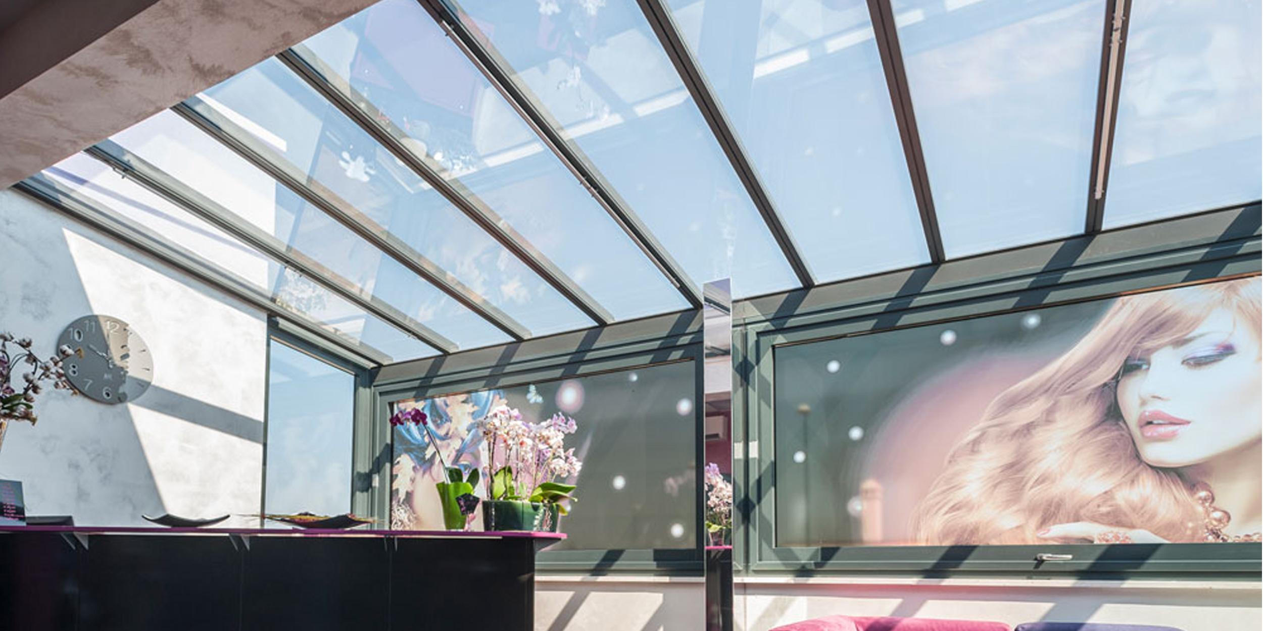Veranda in alluminio con tetto fisso copertura in vetro for Tetto in vetro prezzi
